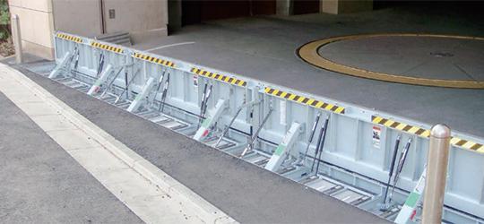 緊急時にすばやく対応!!跳ね上げ式防水板のご紹介です。