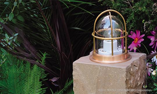 シンプルデザインが人気!ガーデンライト『ゼロデッキライト』