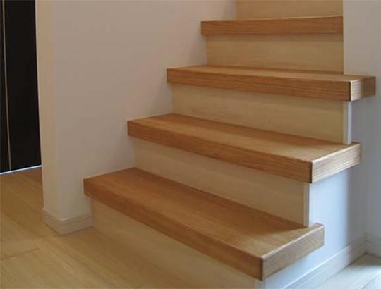桐建材の温かみのある階段材をご紹介致します。