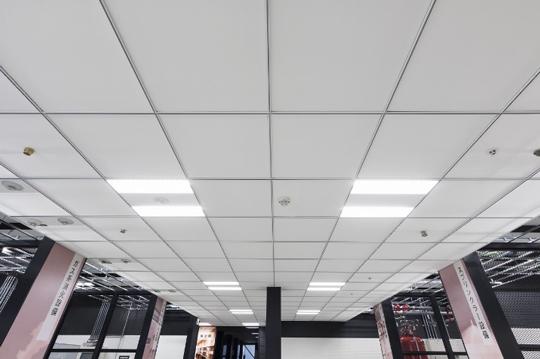 グッドデザイン賞受賞超軽量天井材「CARLTON/カールトン」を展示