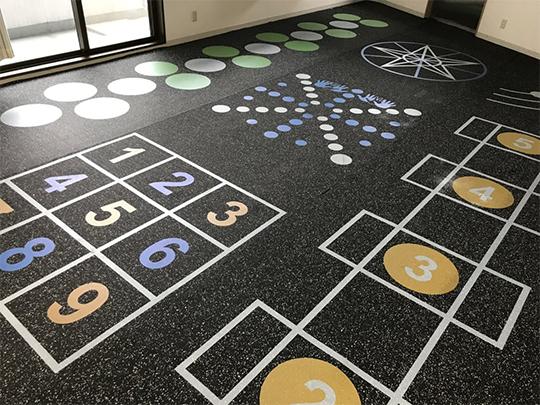ジム・トレーニング施設に人気の床用アートワーク「ラバーマット」