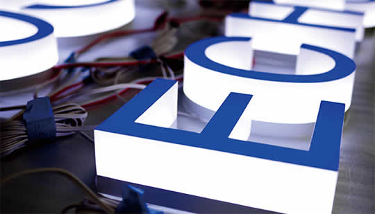 立体的!印象的!3次元発光型LEDサイン「3Dルクス」のご紹介。