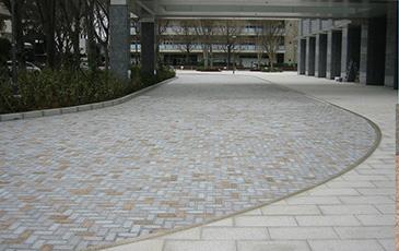 「シュタインフィックス」はデザイン性豊かで施工性に優れた舗装材 製品紹介