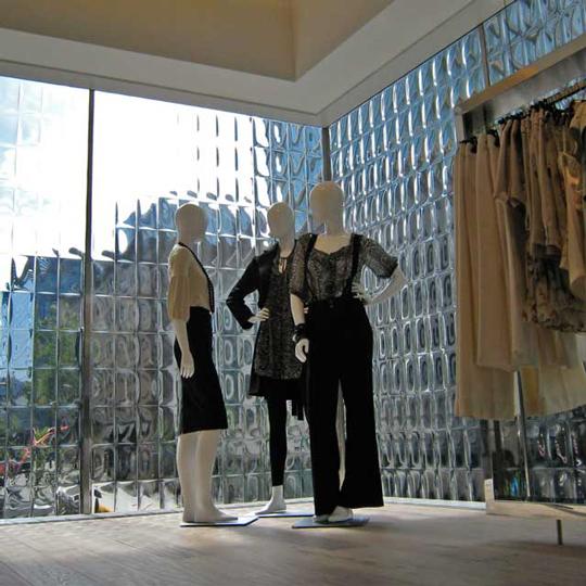 外装と内装の両方に美しい照明効果をもたらす3D装飾ガラス HPリニューアル