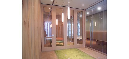 打ち合わせ会議室を明るい空間にする、移動間仕切のご紹介 製品紹介