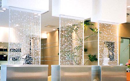 透明感とエアーのフォルムが優雅な「アクアスクリーンパネル」 製品紹介