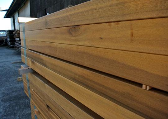 中古にはない安心感―天然木の新品枕木をお使いください!
