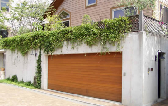 ガレージドアで住まいの価値を高めませんか?