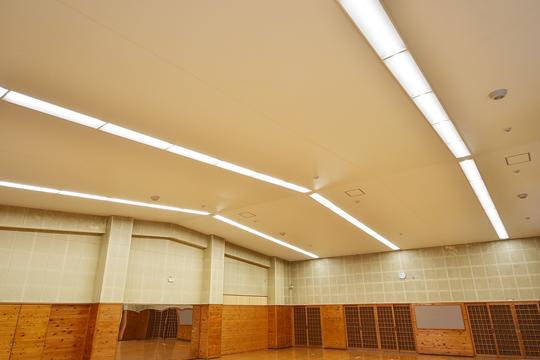 軽量で柔軟、地震でも落下しない膜天井