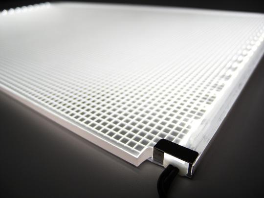 形自在のパネル型LED照明「ルミシート」の紹介