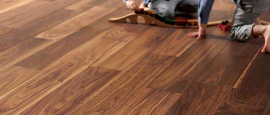 混じり気のないピュアな天然木の化粧板フロア 製品紹介