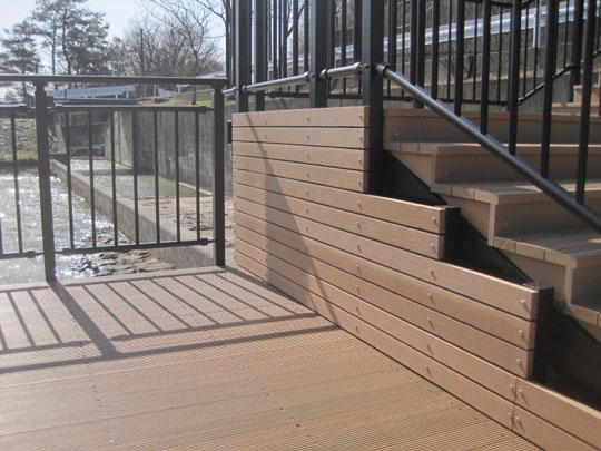 高品質・低価格の木材・プラスチック再生複合材「doozer」