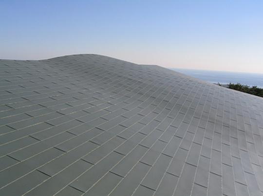 """""""断熱欠損ゼロ""""を実現した金属屋根用『レオフィットルーフ外断熱工法』"""