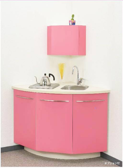 空間をキュートに、明るい雰囲気に演出するコーナーキッチン「ノーヴァ・クルヴァ」