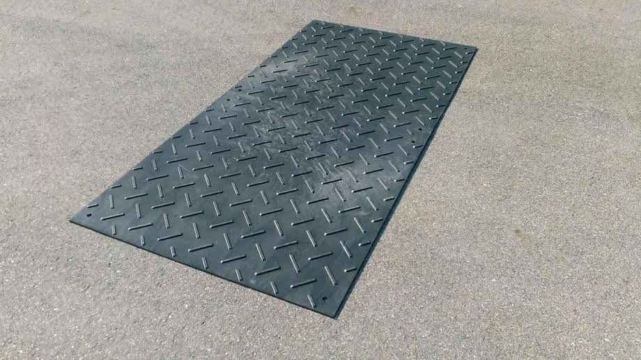 軽量タイプの樹脂製敷板4×8サイズを新発売しました。