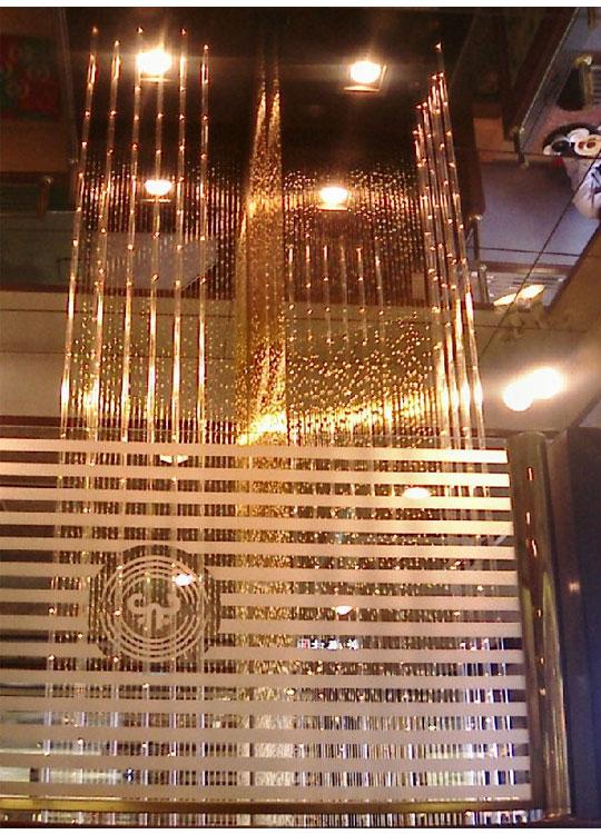 空気清浄効果のある室内装飾装置「プリズムフォール」