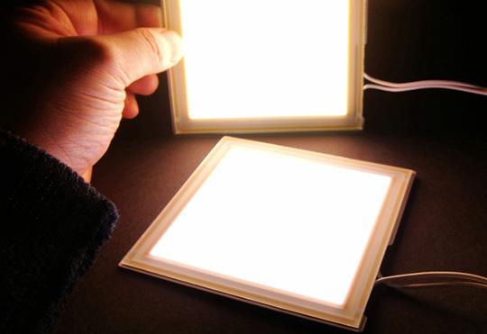 薄くて、軽くて、紫外線を出さない「ルミオテック有機EL照明パネル」