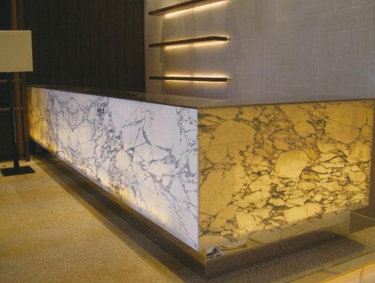 用途に合わせて天然石と他素材を組み合わせた複合板「ECORIALSTONEBOエコリアルストーンボード」
