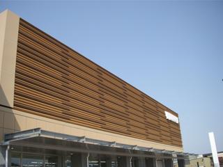 木材・プラスチック再生複合材「エコMウッド」 LOUBER(ルーバー材)