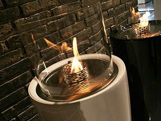 シンプルデザインで大人気のバイオエタノール暖炉