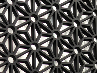 建築様式欄間の要素(採光、通風、装飾)を現代建築に合わせた不燃の内装用デザインパネル「RANMA(らんま)」