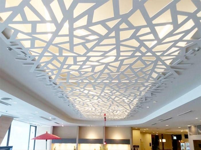 繊細でしなやかなラインが天井を美しく演出「FRAME LINE」