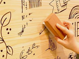 書いて消せる木製ボード「きえすぎくん」