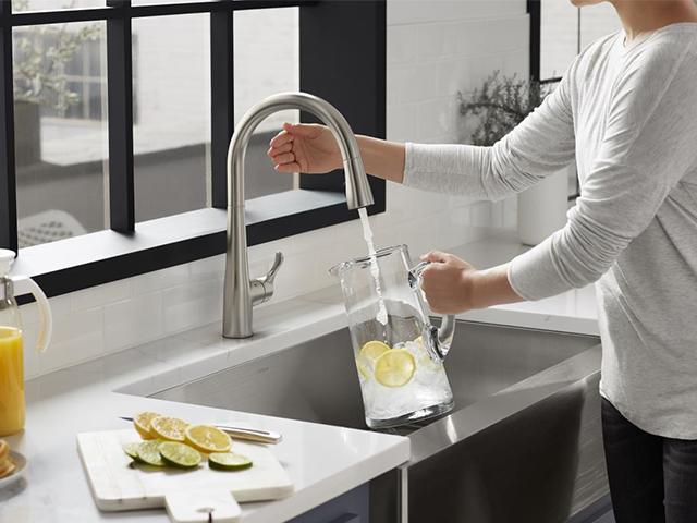 シンプライス シャワーヘッド引出し式 タッチレスシングルレバーキッチン用混合栓 K-22036