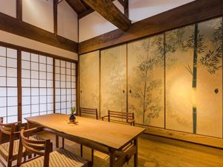 織物の質感が和の空間を上品に彩る西陣織壁紙・襖紙・インテリアファブリック