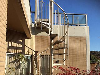 屋外アルミらせん階段「KDスパイラル」