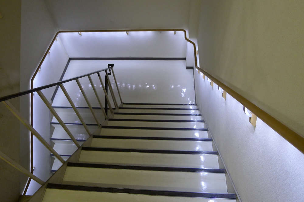 LED補助手すり「LED safety rail」