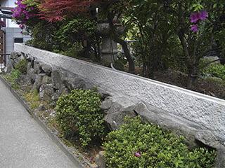 『レイワール』「白い」コンクリート製壁材・組積材【割肌加工】