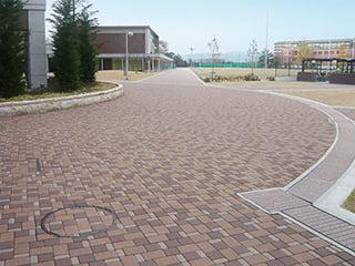 『コブレックス』丸みをおびた3種の形状で様々なデザインを演出する舗装材