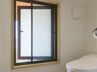 小窓用収納網戸「インテリア網戸側面付15mm」