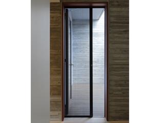 ドア用収納網戸「きゃたぴら網戸2」
