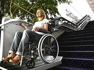 車いす用階段昇降機 BCリフト 屋内・直線階段用