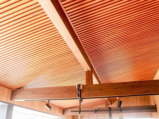 木目調ガルバリウム製軒天材・外壁材