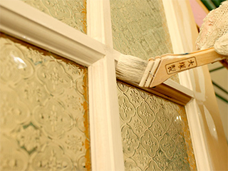 木製室内ドアに 「H.P door 塗装サービス」