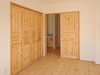 節有パインの室内木製ドア「イーストビオパインドア」