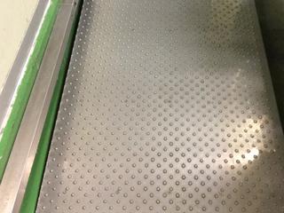 【清掃性◎】滑り防止性ステンレス鋼板床材「すべらんなー®」