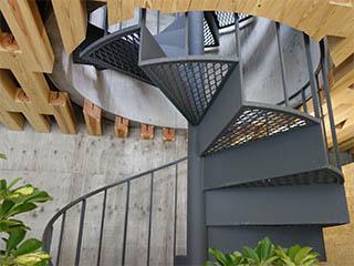 【塗る亜鉛建築】らせん階段への採用事例「松栄山 仙行寺」