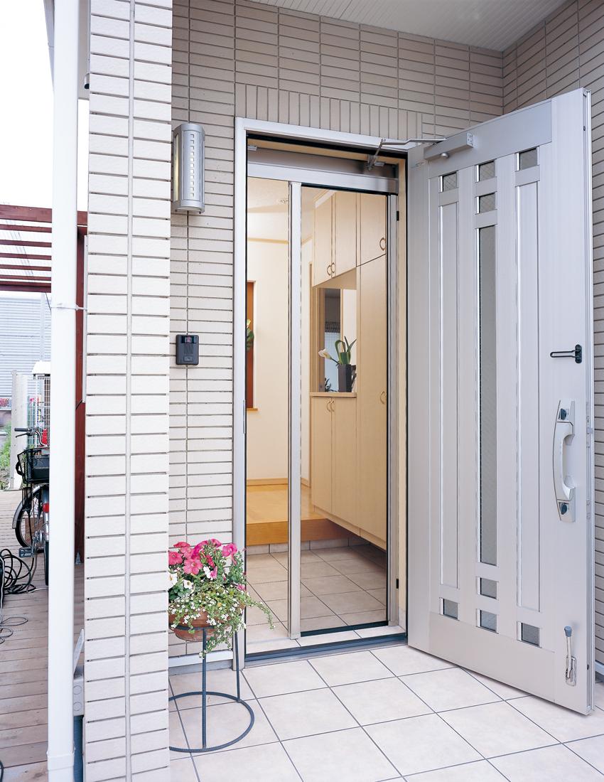 ドア用横引きロール網戸 【ロールフリーⅢ】