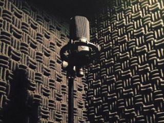 録音ブース防音ブースの壁に貼る吸音材