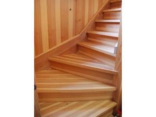 サカモト80年杉階段材