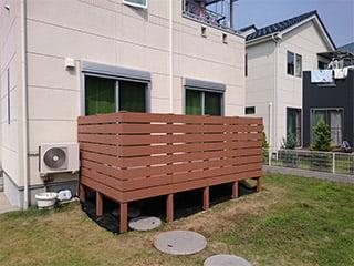 美しく丈夫な人工木のフェンス