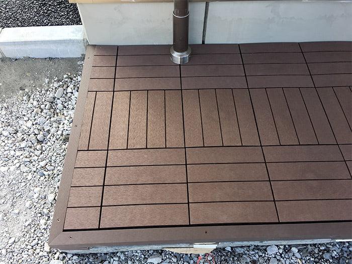 簡単設置!人工木材のパネルデッキ